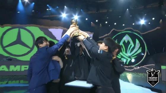 RNG3比2艰难战胜DK gala荣获MSI总决赛MVP